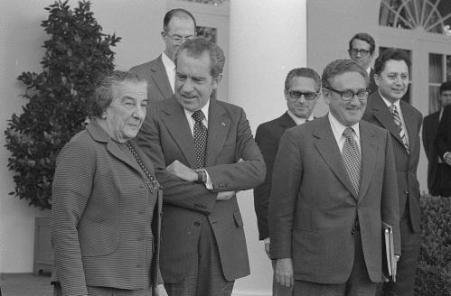 رئيسة الوزراء الإسرائيليّة غولدا مائير مع الرّئيس ريتشارد نيكسون وهنري كيسنجر